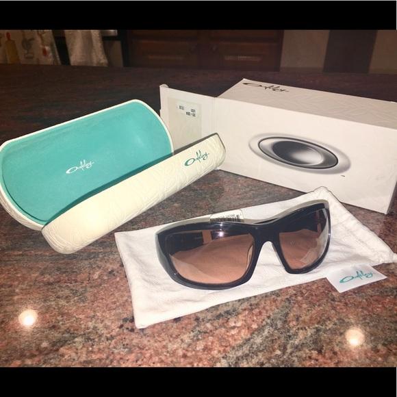 d917349c183 Genuine NWT Oakley Sunglasses w Case